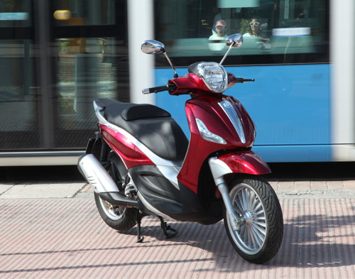 Piaggio Beverly 300 ie (frontal)