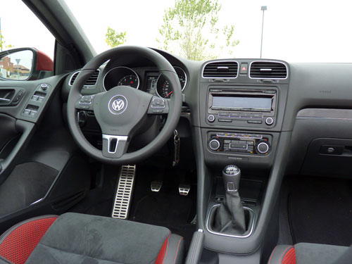 Volkswagen Golf Cabrio 1.4 TSI (interior)