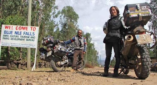 Miquel Silvestre y Alicia - Ruta de los Exploradores Olvidados (senal falls)
