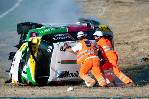 Accidente espectacular de Antonio Ricciardi en la Mini Challenge (Jarama) sec 4
