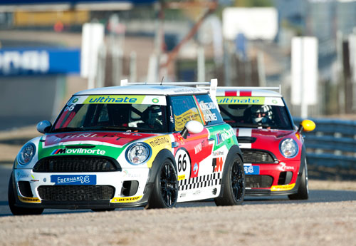 Accidente espectacular de Antonio Ricciardi en la Mini Challenge (Jarama) sec 6