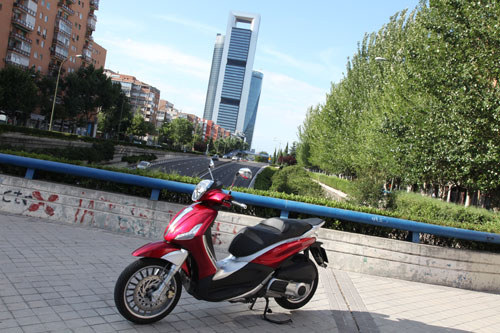 Piaggio Beverly 300 ie (lateral)