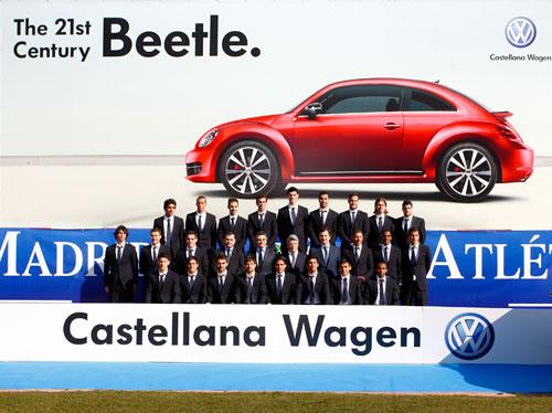Volkswagen Beetle entregado al Club de fútbol Atlético de Madrid (1)
