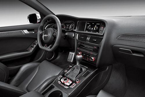 Audi RS4 (interior)