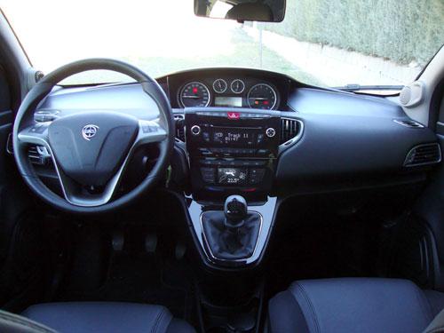 Lancia Ypsilon 0.9 TwinAir Platinum (interior)