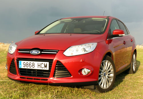 Ford Focus Sedán 1.6 TDCi Titanium (frontal)