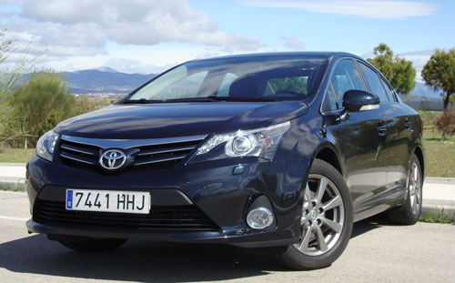 Toyota Avensis 120D Advance (frontal)
