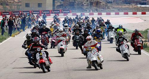 El Multiva Vespa Racing gana las 6 Horas de Resistencia en Motorland (1)