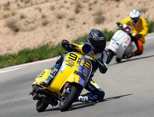 El Multiva Vespa Racing gana las 6 Horas de Resistencia en Motorland (2)