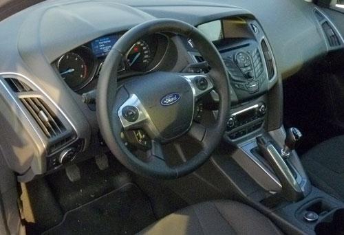 Ford Focus Sedán 1.6 TDCi Titanium (interior)