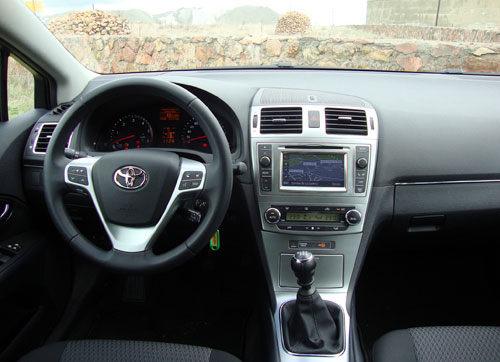 Toyota Avensis 120D Advance (interior)