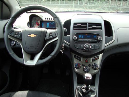Chevrolet Aveo 1.3 D 95 CV LTZ 5p (interior)