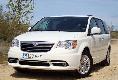 Lancia Voyager 2.8 CRD Gold (frontal)