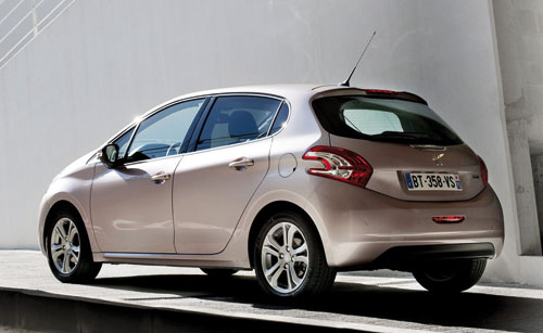 Peugeot 208 (trasera)