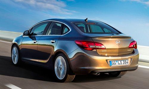 Opel Astra Sedán (trasera)