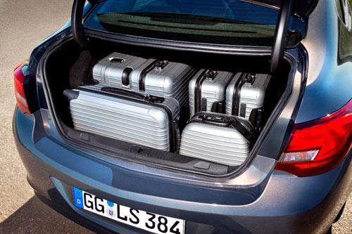 Opel Astra Sedán (maletero)