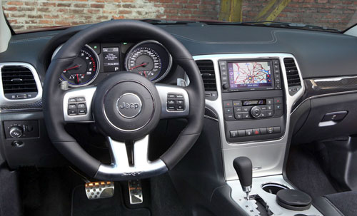 Jeep Grand Cherokee SRT (interior)