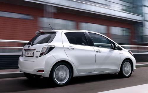 Toyota Yaris Hybrid (trasera)