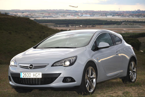 Opel Astra 1.6T (frontal)