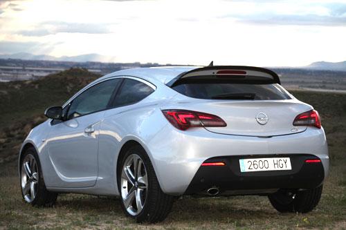Opel Astra 1.6T (trasera)