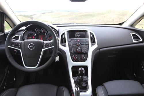 Opel Astra 1.6T (interior)