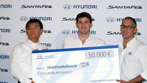 Casillas Hyundai donacion ONG Street Football World (2)