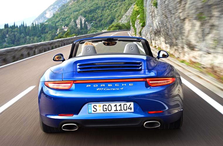 Porsche 911 Carrera 4 (trasera)