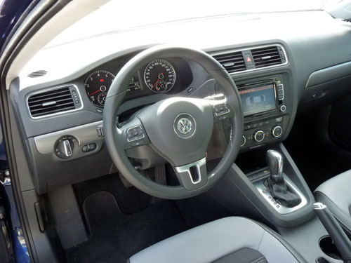 Volkswagen Jetta 2.0 TSI Sport DSG (interior)