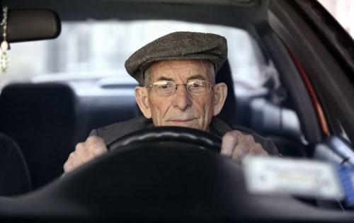 Anciano conductor