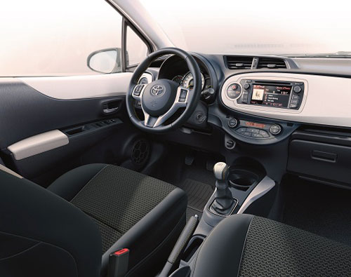 Toyota Yaris Soho (interior)