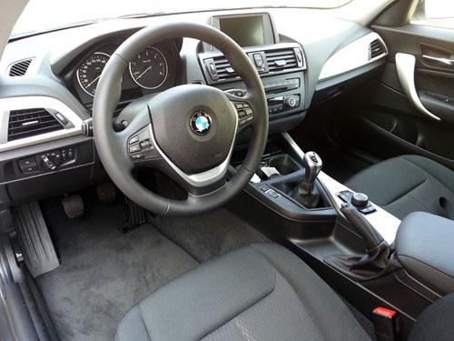 BMW 118d 3p (interior)