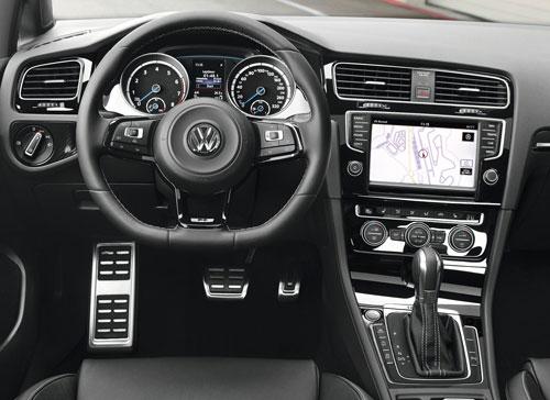 Volkswagen Golf R (interior)