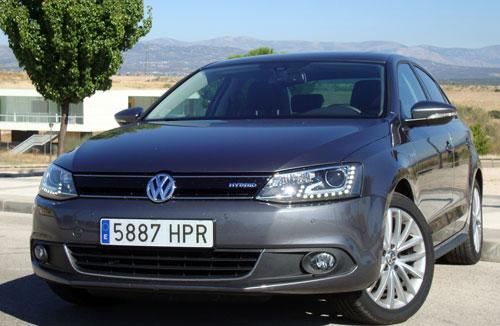 VW Jetta Hybrid (frontal)
