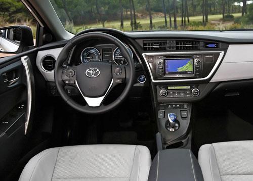 Toyota Auris Hybrid (interior)