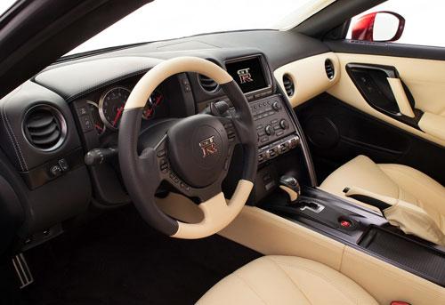 Nissan GT-R (interior)