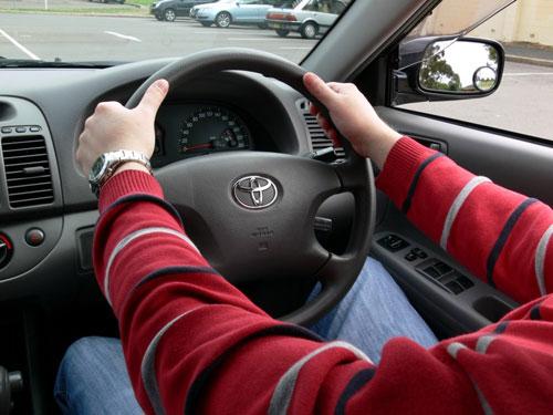 Dos manos al volante