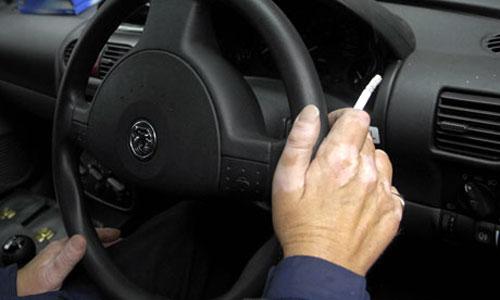 Fumar conduciendo