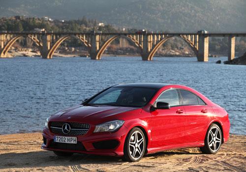 Mercedes-Benz CLA 220 CDI 7G-DCT Pack AMG (frontal delantera)