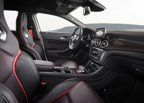 Mercedes-Benz GLA 45 AMG (interior)