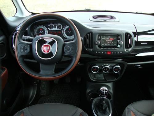Fiat 500L Trekking (interior)