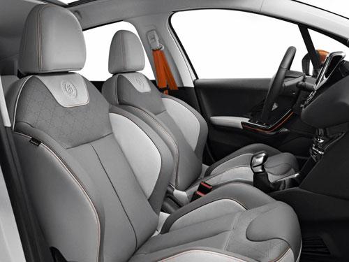 Peugeot 208 Rolland Garros (interior)