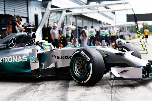 1-Mercedes_pilotos_1