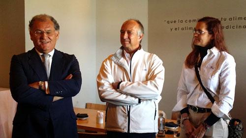 De izq. a dcha: José Manuel Machado, Presidente de Ford España junto con Víctor Piccione y Laura Barona, jefe de Prensa y directora de Comunicación de Ford España respectivamente.