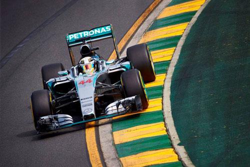2-Mercedes_Petronas_02