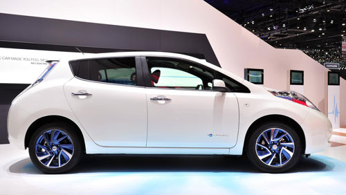 2-Nissan-Leaf-2