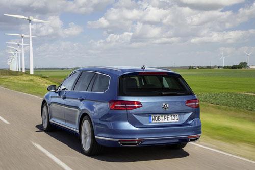 2-Volkswagen-Passat-GTE-4