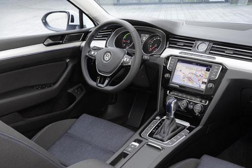 3-Volkswagen-Passat-GTE-2