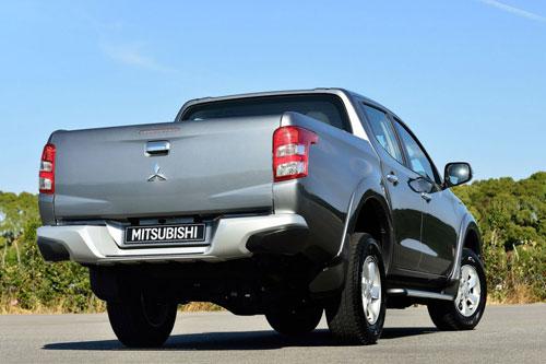 2-Mitsubishi-L200-2