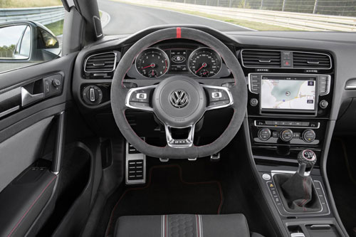 3-Volkswagen-Golf-GTI-Clubsport-3