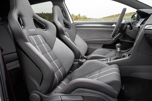 4-Volkswagen-Golf-GTI-Clubsport-4